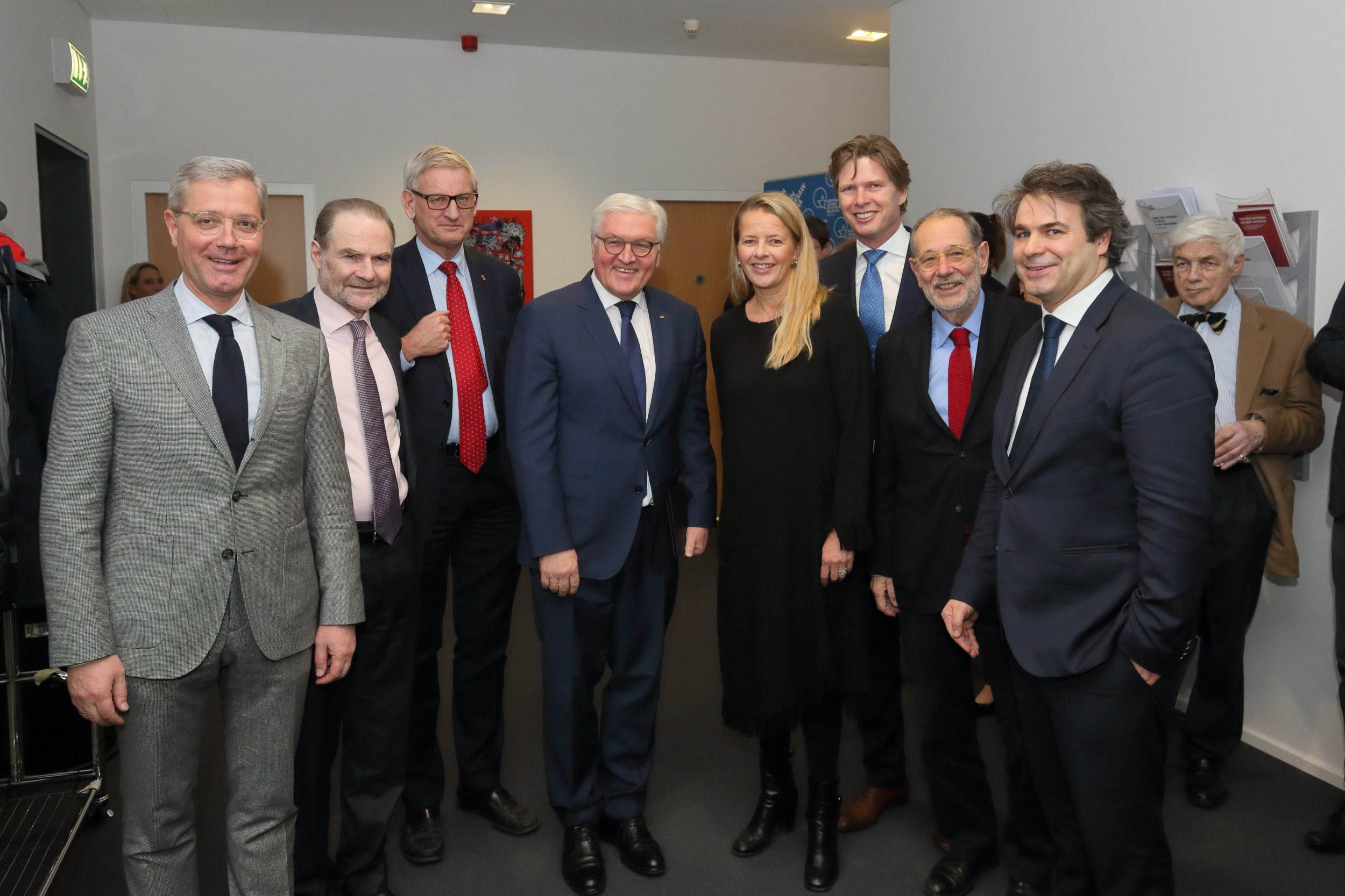 Karl Bilt (u sredini) sa ostalim vodećim članovima Evropskog saveta za spoljne odnose (Foto: ecfr.eu)