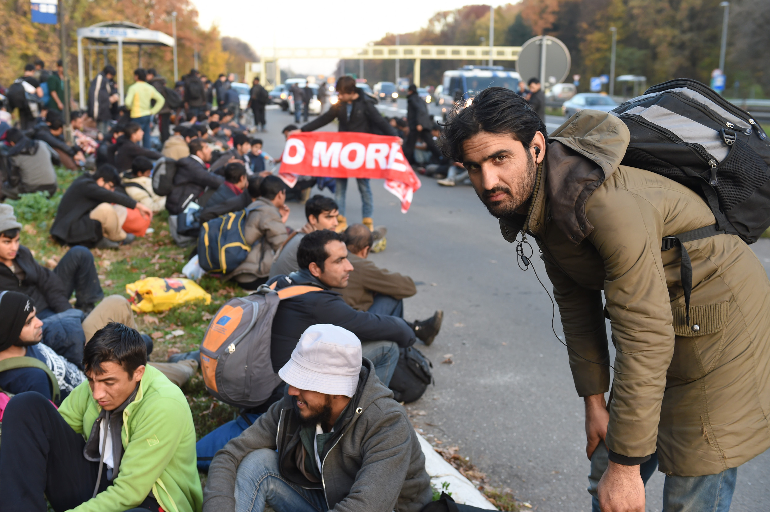 Мигранти у Србији на путу га граници са Хрватском (Фото: Танјуг/Драган Кујунџић)