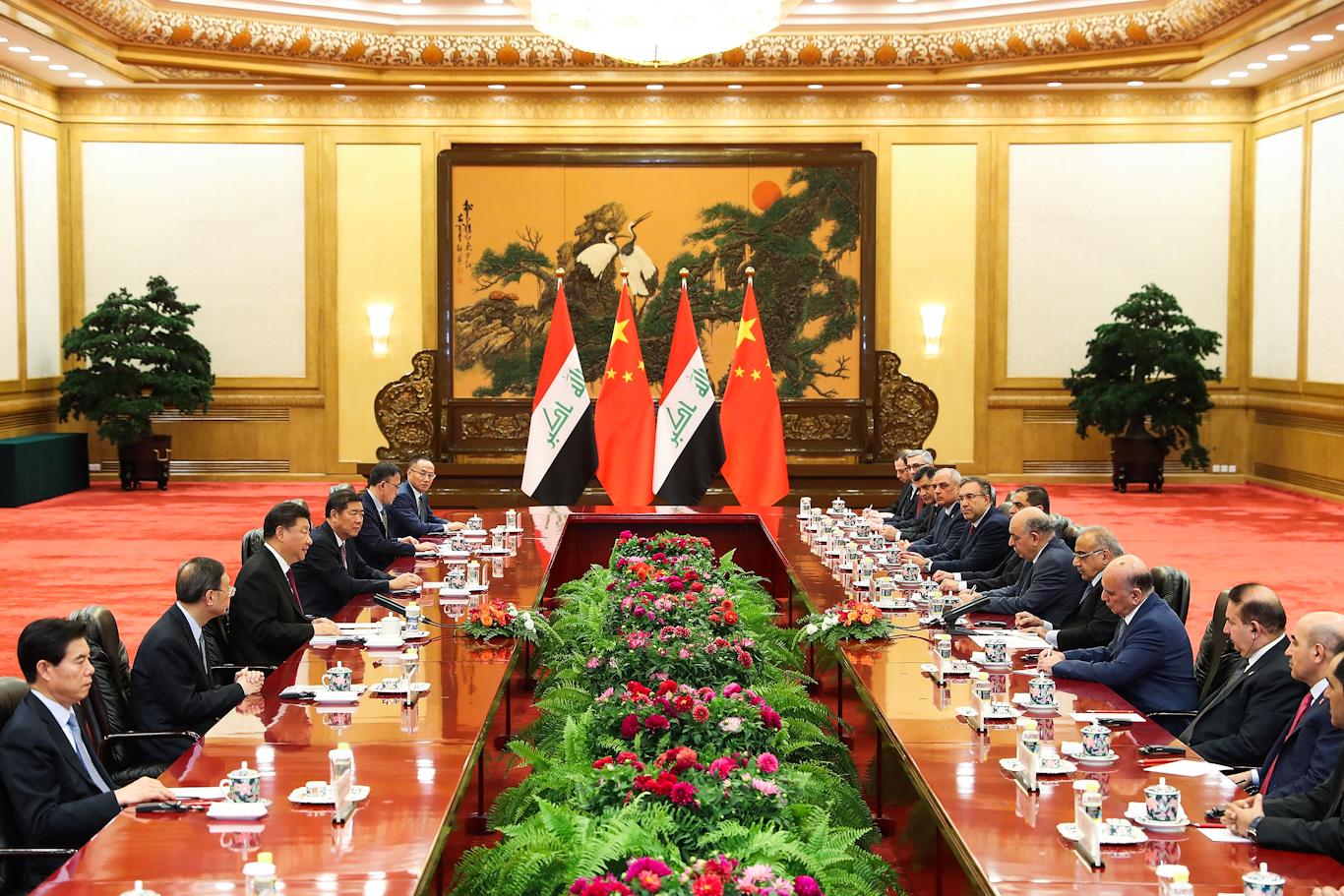 Састанак кинеске делегације предвођене председником Си Ђинпингом и ирачке делегације предвођене премијером Адел Абдулом-Махдијем у Великој сали народа, Пекинг, 23. септембар 2019. (Фото: Lintao Zhang/Pool Photo via AP)