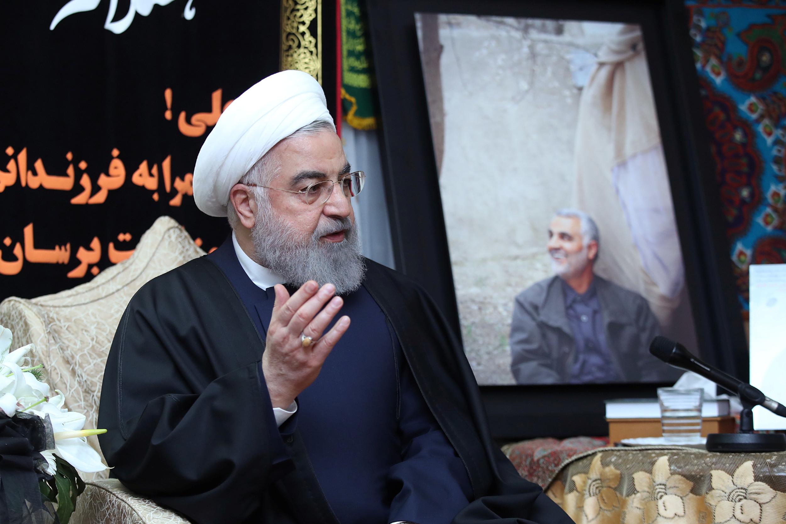 Ирански председник Хасан Рохани даје изјаву за медије током његове посете породици убијеног генерала Касем Солејманија, Техеран, 04. јануар 2020. (Фото: Official President Website/Handout via REUTERS)