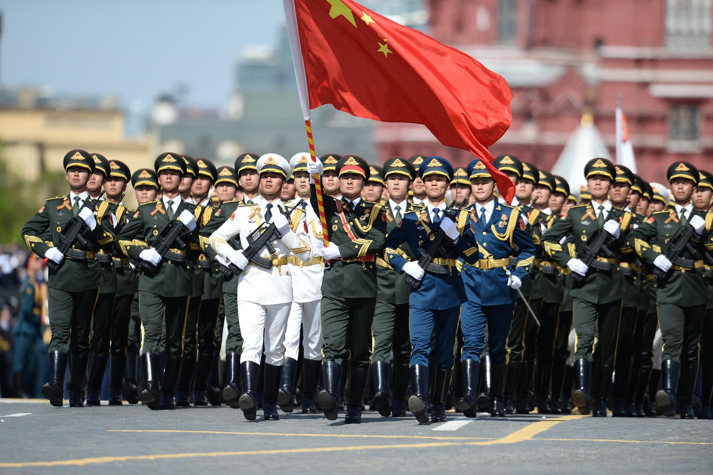 Припадници кинеске Народноослободилачке армије марширају током војне параде уприличене поводом 70. годишњице победе у Другом светском рату, Москва, 09. мај 2015. (Фото: Xinhua/Jia Yuchen)