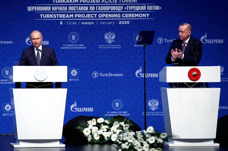 Predsednik Rusije Vladimir Putin se obraća publici tokom zajedničke konferencije sa turskim predsednikom Redžepom Tajipom Erdoganom tokom ceremonije puštanja u rad Turskog toka, Istanbul, 08. januar 2020. (Foto: REUTERS/Umit Bektas)