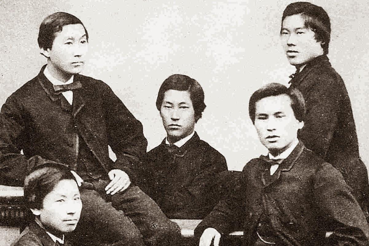 Čošu petorka, pripadnici okruga Čošu koji su studirali u Engleskoj (Prvi s leva, sedi, budući prvi japanski predsednik vlade. Drugi s desna, stoji, budući prvi ministar inostranih poslova)