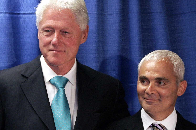 Канадски милијардер Френк Ђустра и бивши амерички председник Бил Клинтон (Фото: REUTERS/Shannon Stapleton)