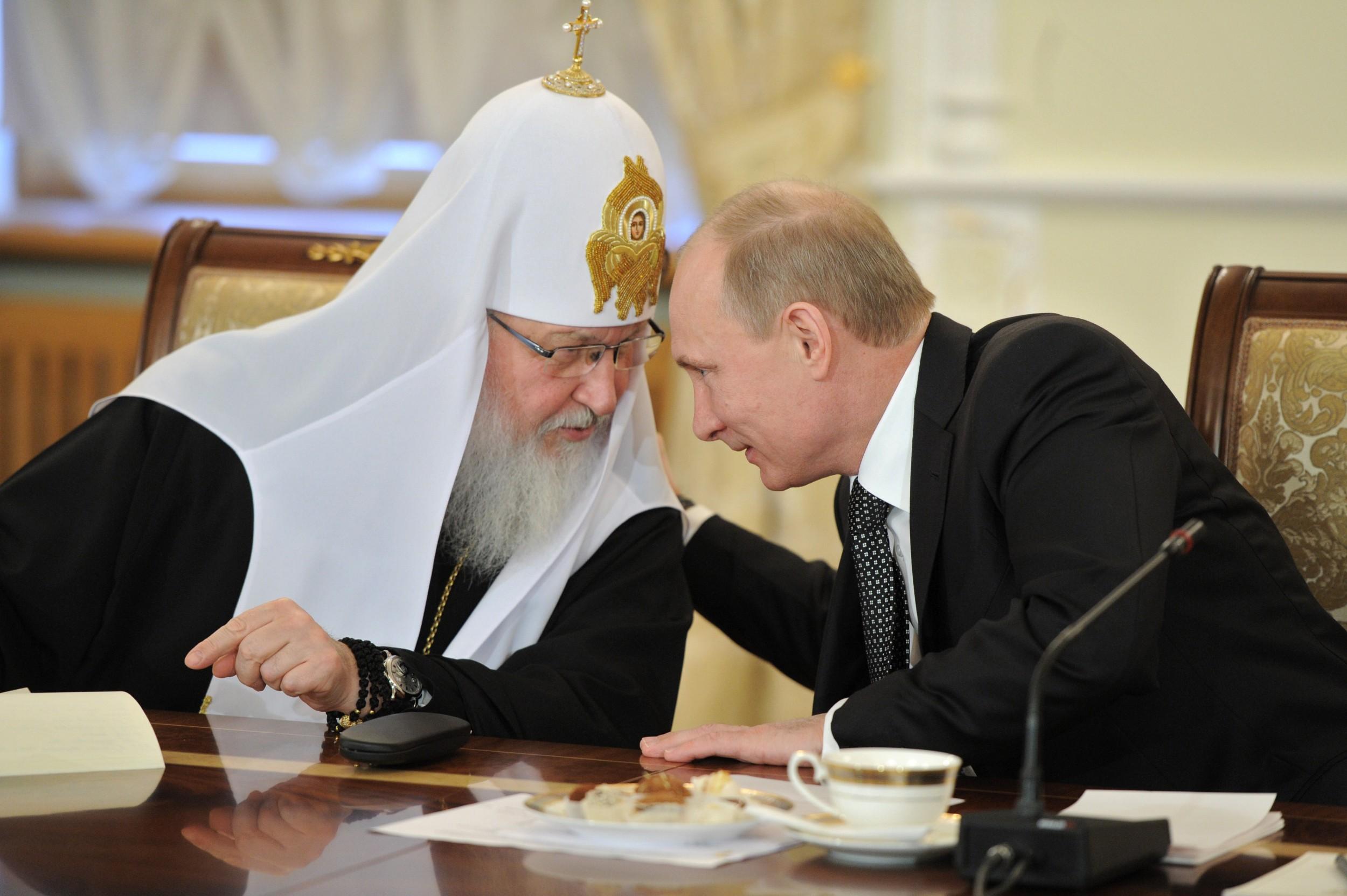 Patrijarh moskovski i sve Rusije Kiril razgovara sa predsednikom Rusije Vladimirom Putinom (Foto: Novaя gazeta)