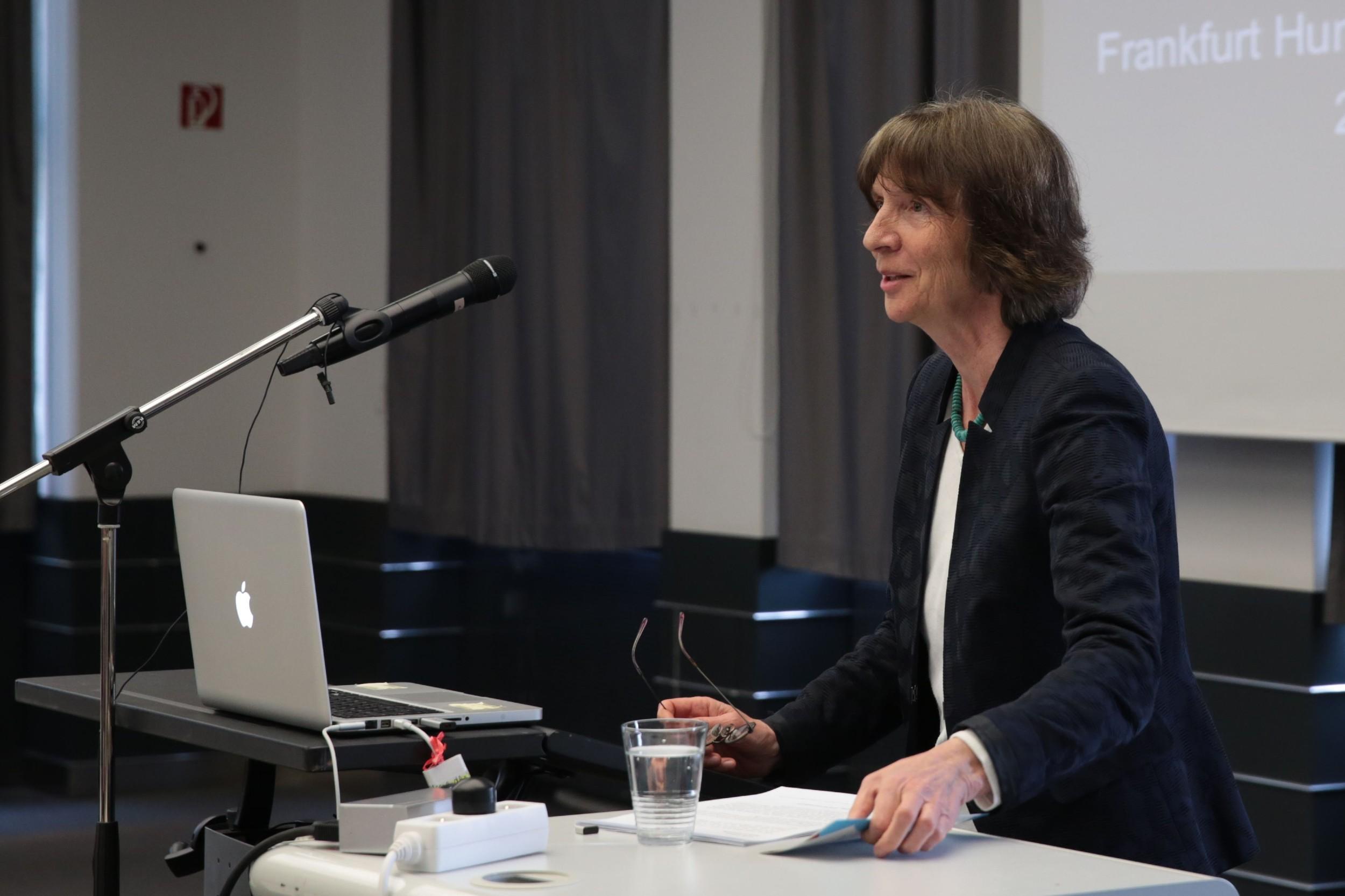 Nemačka teoretičarka kulture Alajda Asman tokom predavanja (Foto: Ricarda Menn)