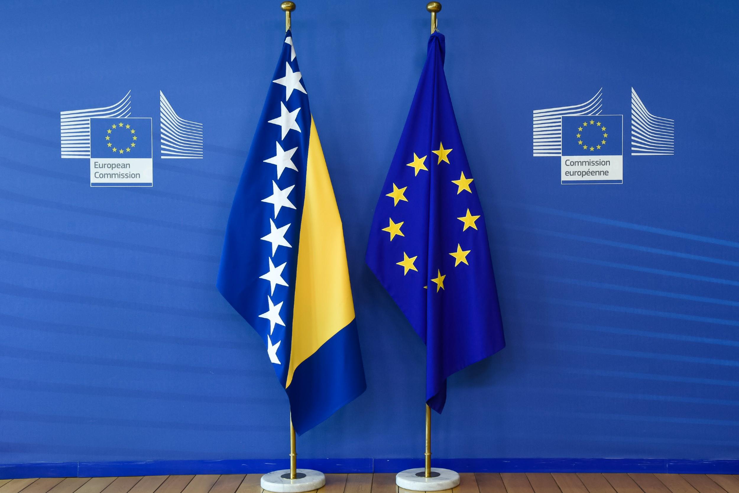 Zastave Bosne i Hercegovine i Evropske unije (Foto: European Commission)