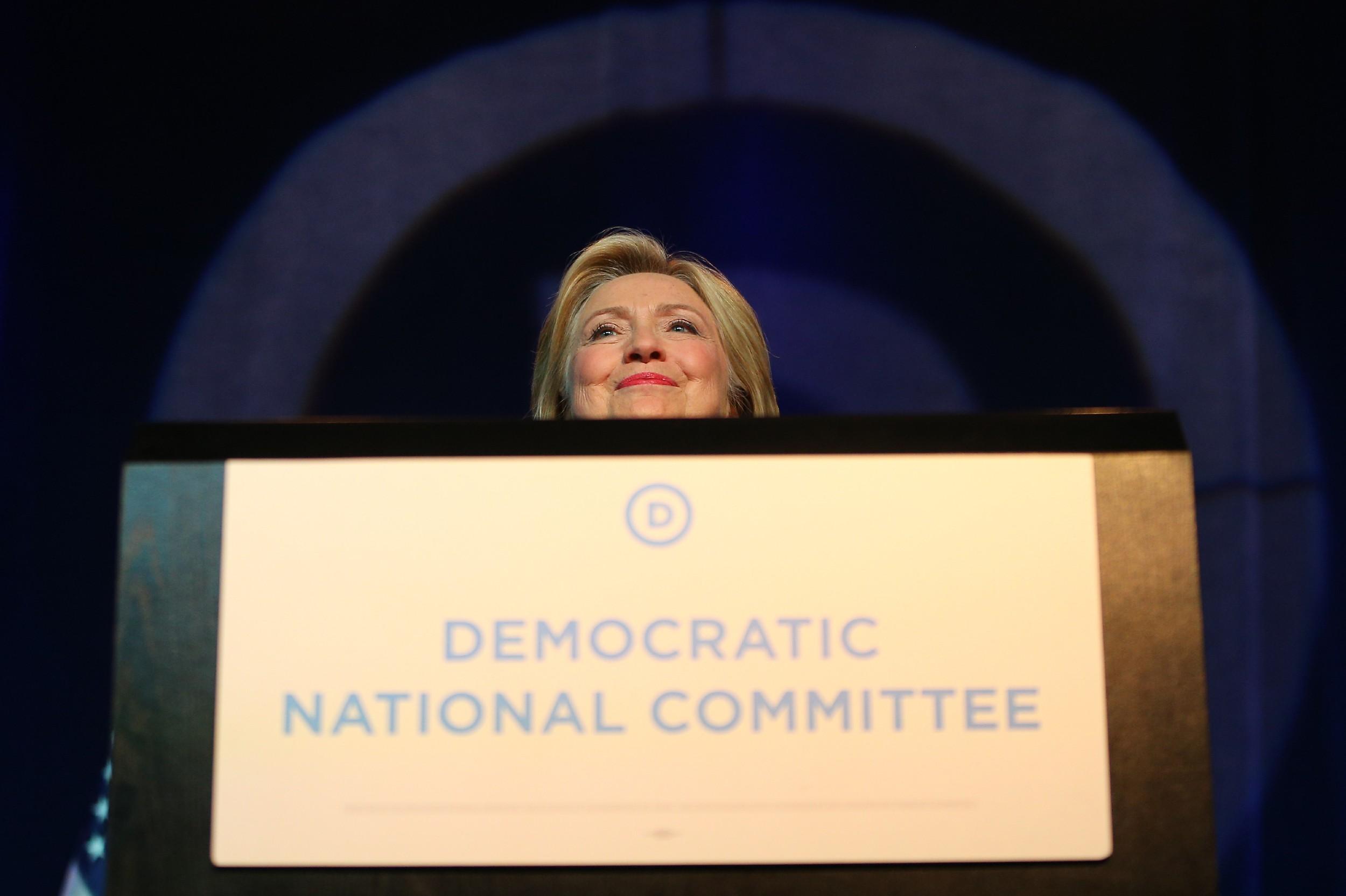 Бивши демократски председнички кандидат Хилари Клинтон говори на летњем састанку Демократског националног комитета, Минеаполис, 28. август 2015. (Фото: Adam Bettcher/Getty Images)
