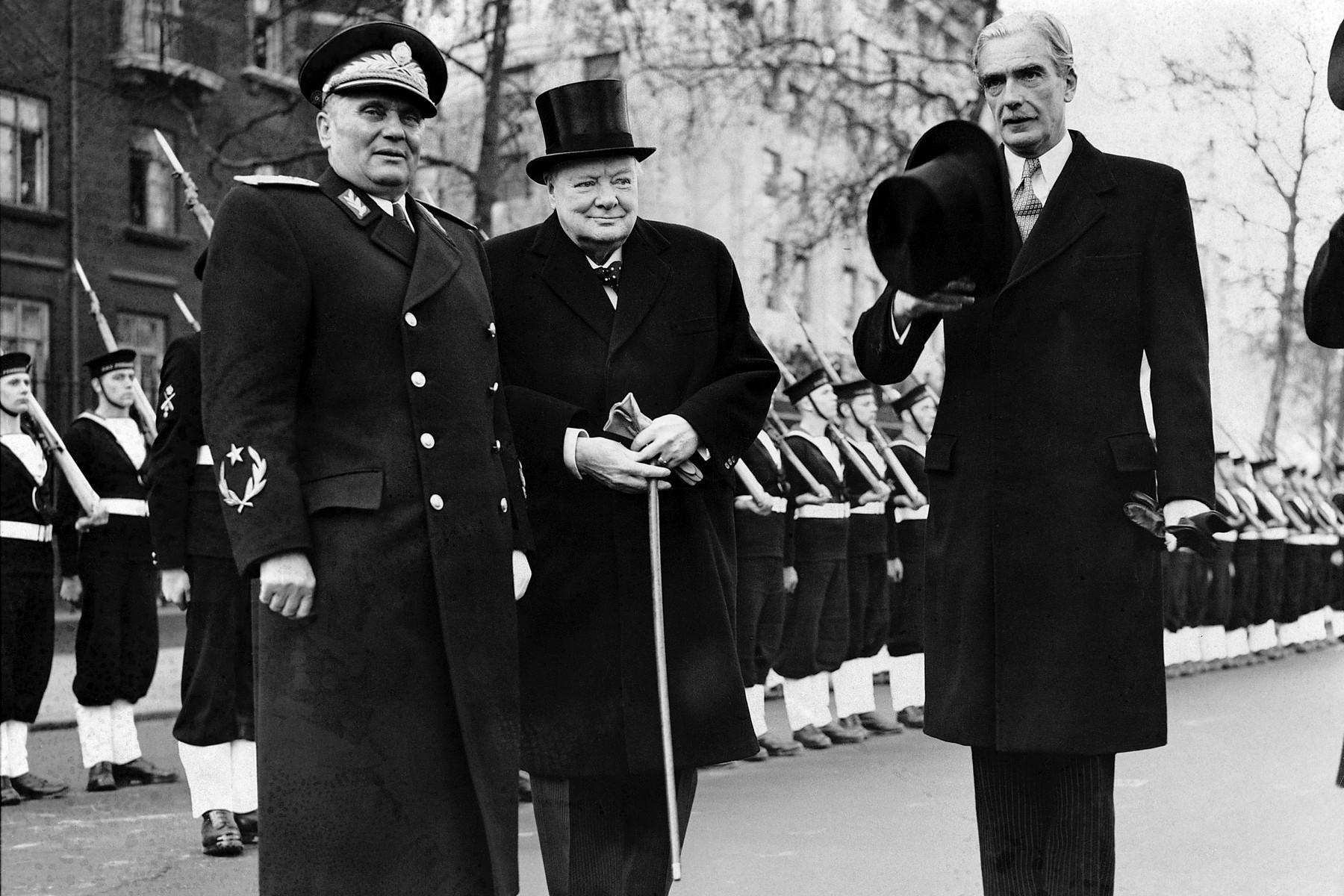 Јосип Броз Тито и Винстон Черчил и Ентони Идн у Лондону, 16. март 1953. (Фото: Keystone-France/Gamma-Rapho via Getty Images)