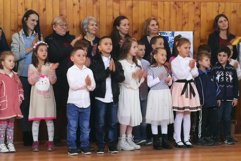 Deca i meštani Goraždevca tokom proslave Savindana 2018. godine (Foto: spc.rs)