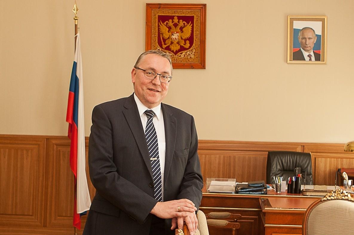 Ruski ambasador u Beču Dimitrij Ljubinski u svom kabinetu (Foto: sevastopol.su)