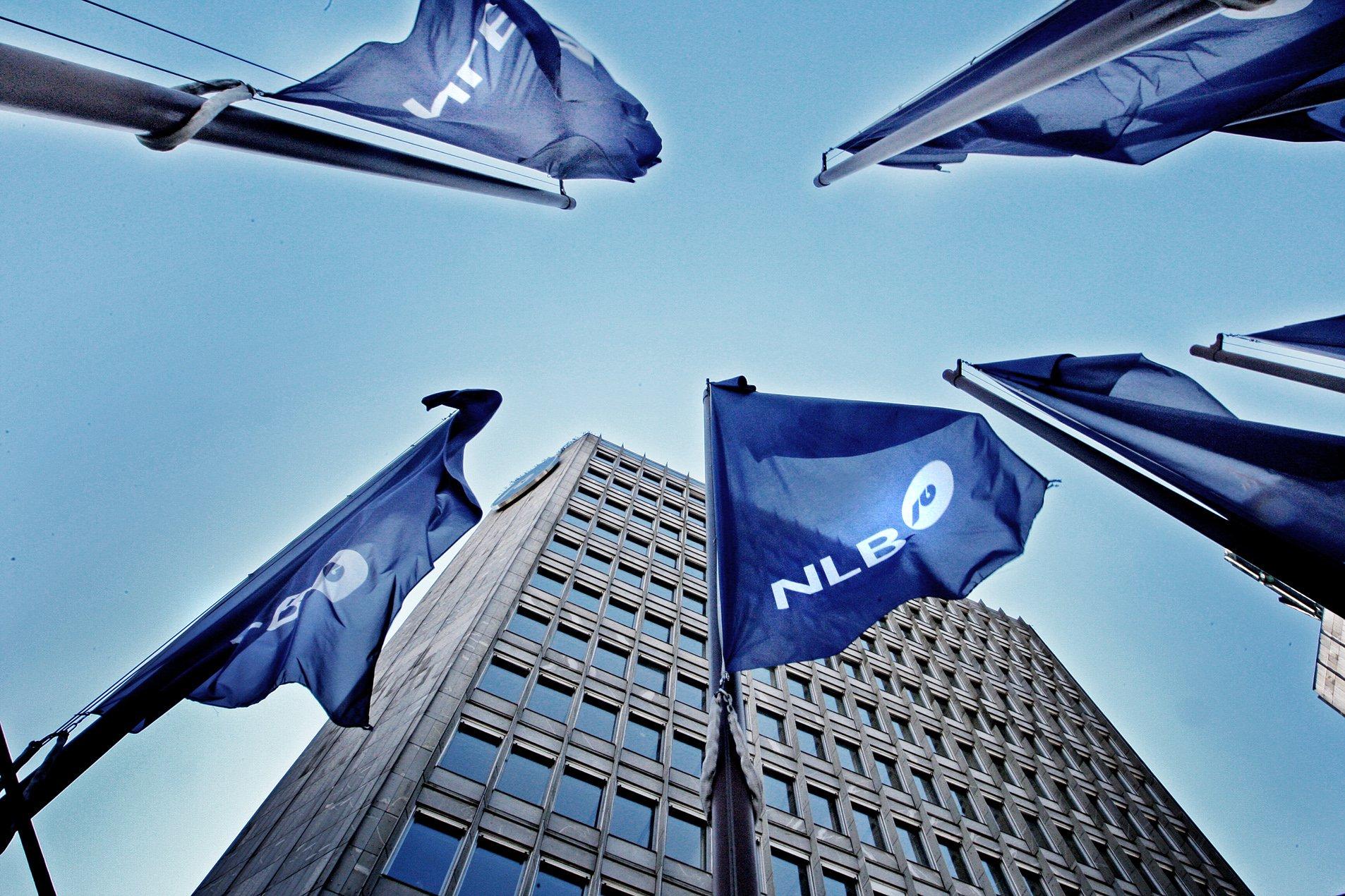 Заставе са логом НЛБ банке се вијоре испред управне зграде банке у Љубљани (Фото: File photo)