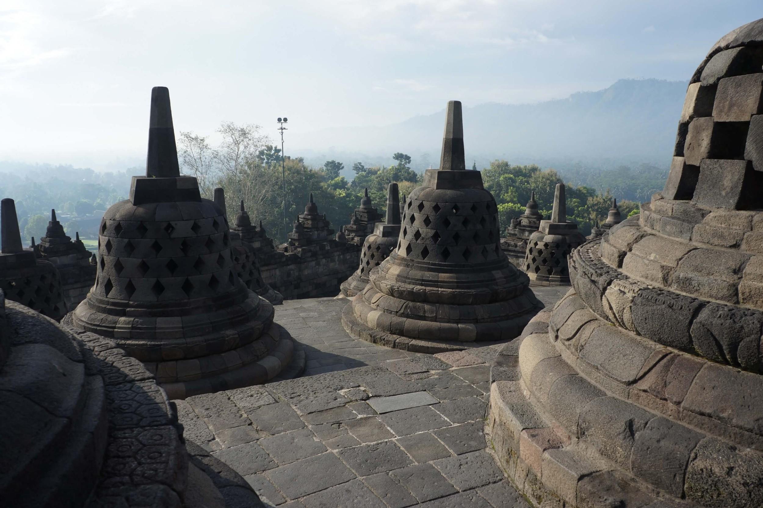 Камене скулптуре будистичког храма Барабудур (Фото: novo-monde.com)