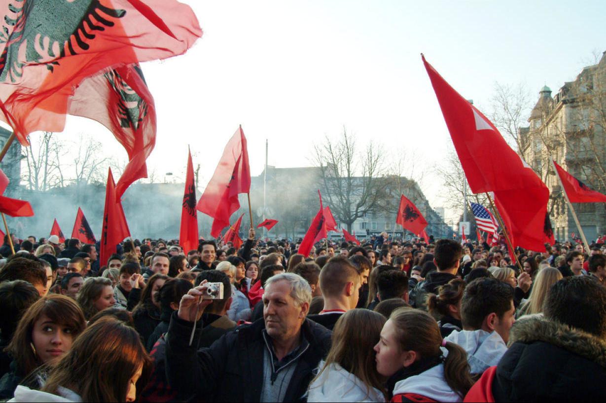 """Albanci u Sent Galenu na proslavi 10 godina nezavisnosti tzv. države """"Kosovo"""", 17. februar 2018. (Foto: Bild/Keystone)"""