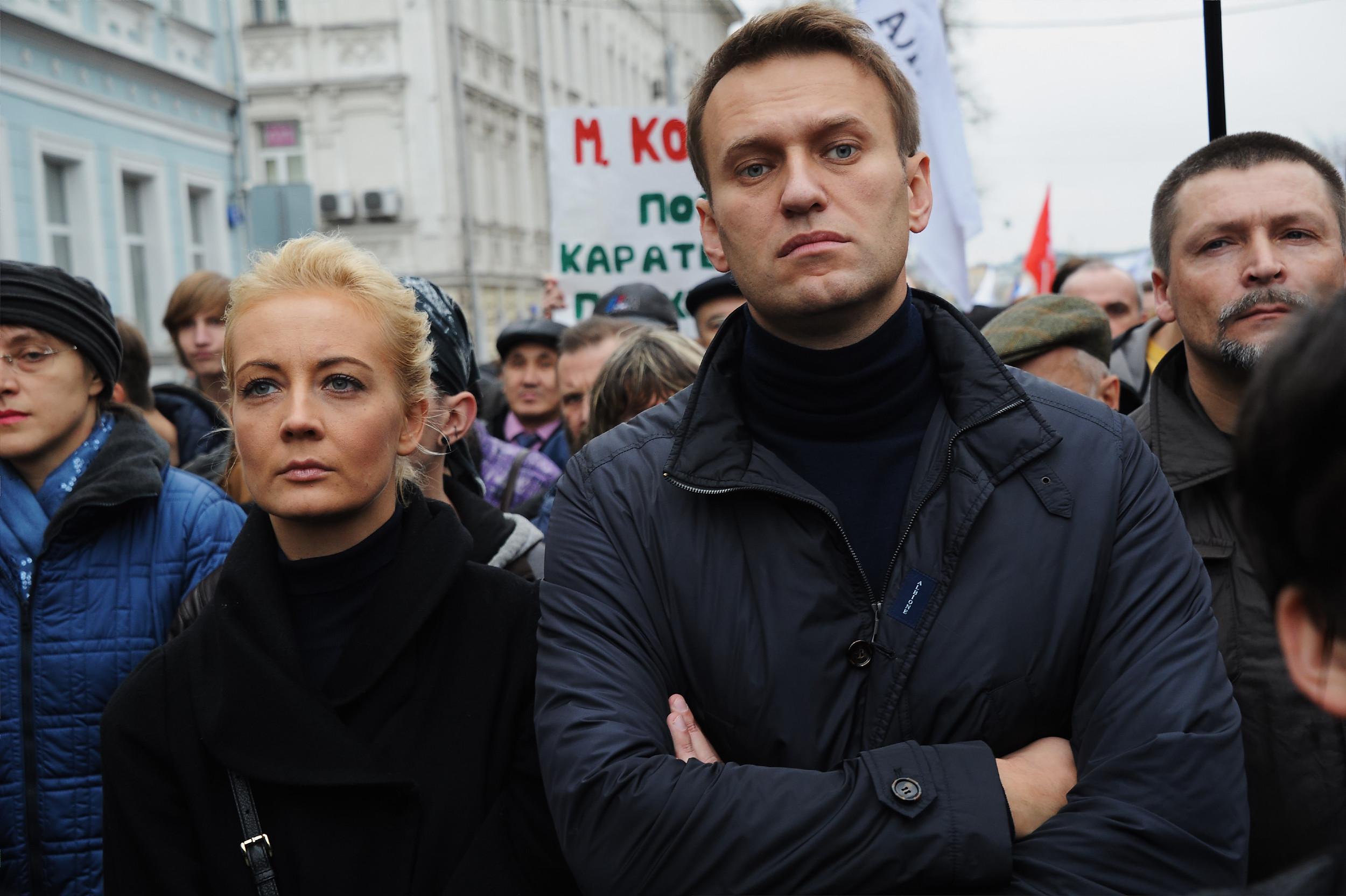 Najpoznatiji ruski opozicionar Aleksej Navaljni sa ženom Julijom na opozicionom skupu u Moskvi, 27. oktobar 2013. (Foto: Vasili Shaposhnikov/Kommersant Photo via Getty Images)
