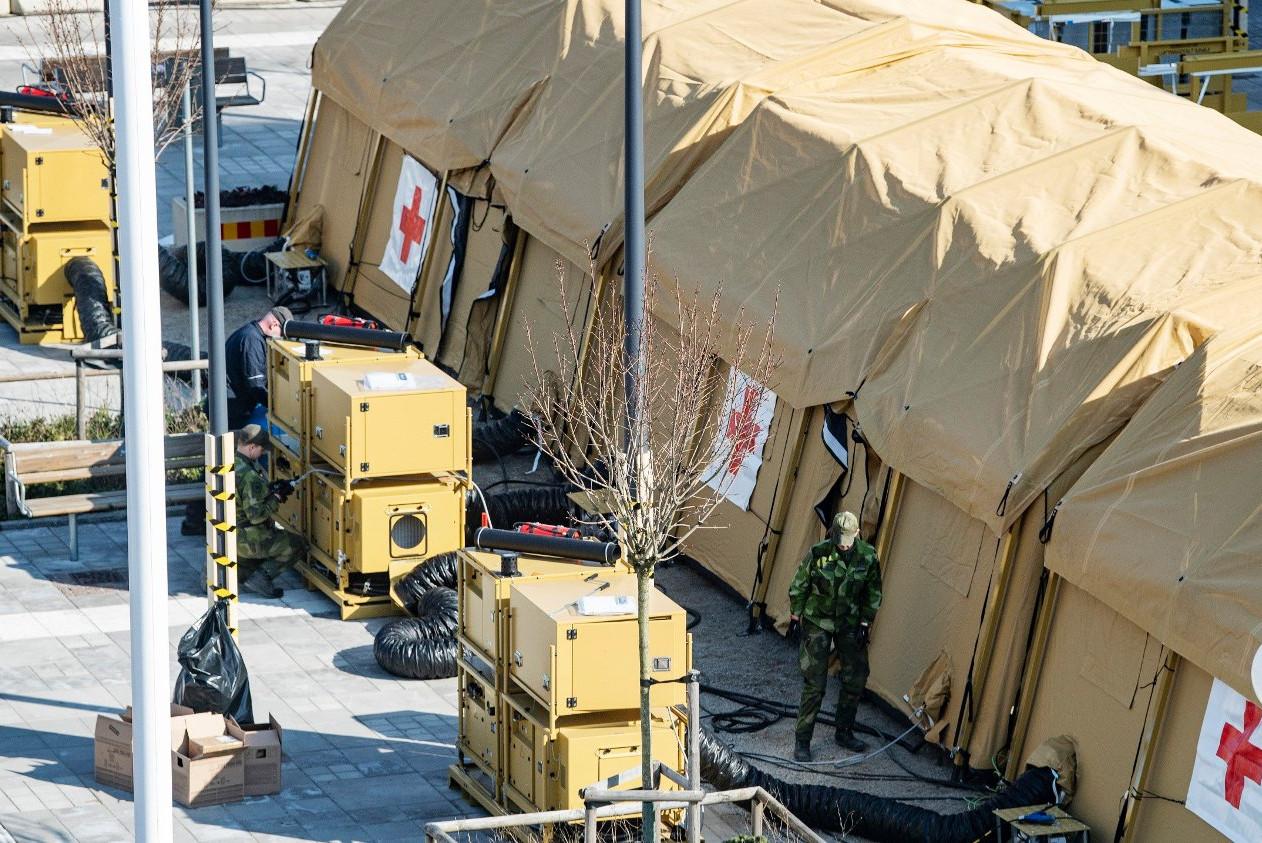 Privremeni šatori za testiranje na virus COVID-19 u Švedskoj (Foto: Johan Nilsson/TT)