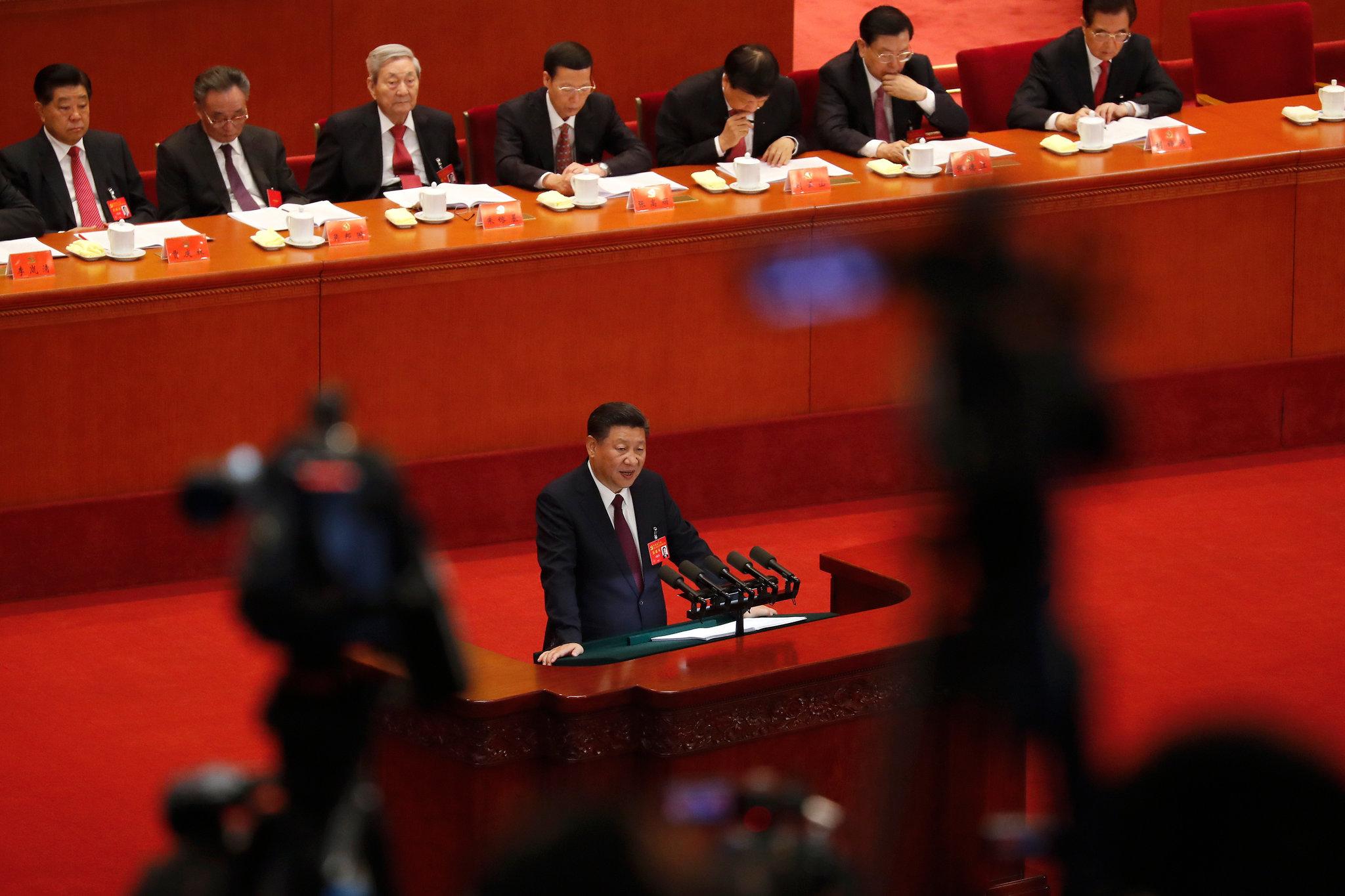 Председник Кине Си Ђинпинг држи говор на отварању 19. Конгреса Комунистичке партије Кине у Великој сали народа, Пекинг, 18. октобар 2017. (Фото: Andy Wong/Associated Press)
