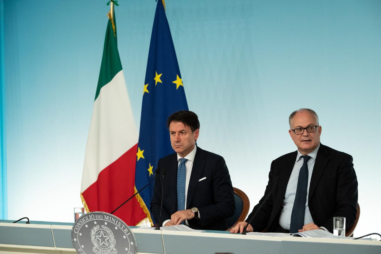 Премијер Италије Ђузепе Конте и министар финансија Роберто Гвалтијери на конференцији за медије, Рим, 30. септембар 2019. (Фото: Cosimo Martemucci/SOPA Images via ZUMA Wire)
