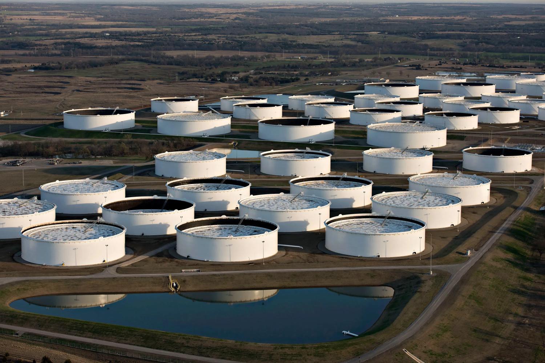 Rezervoari za skladištenje nafe u Kušingu, Oklahova (Foto: Daniel Acker/Bloomberg News)
