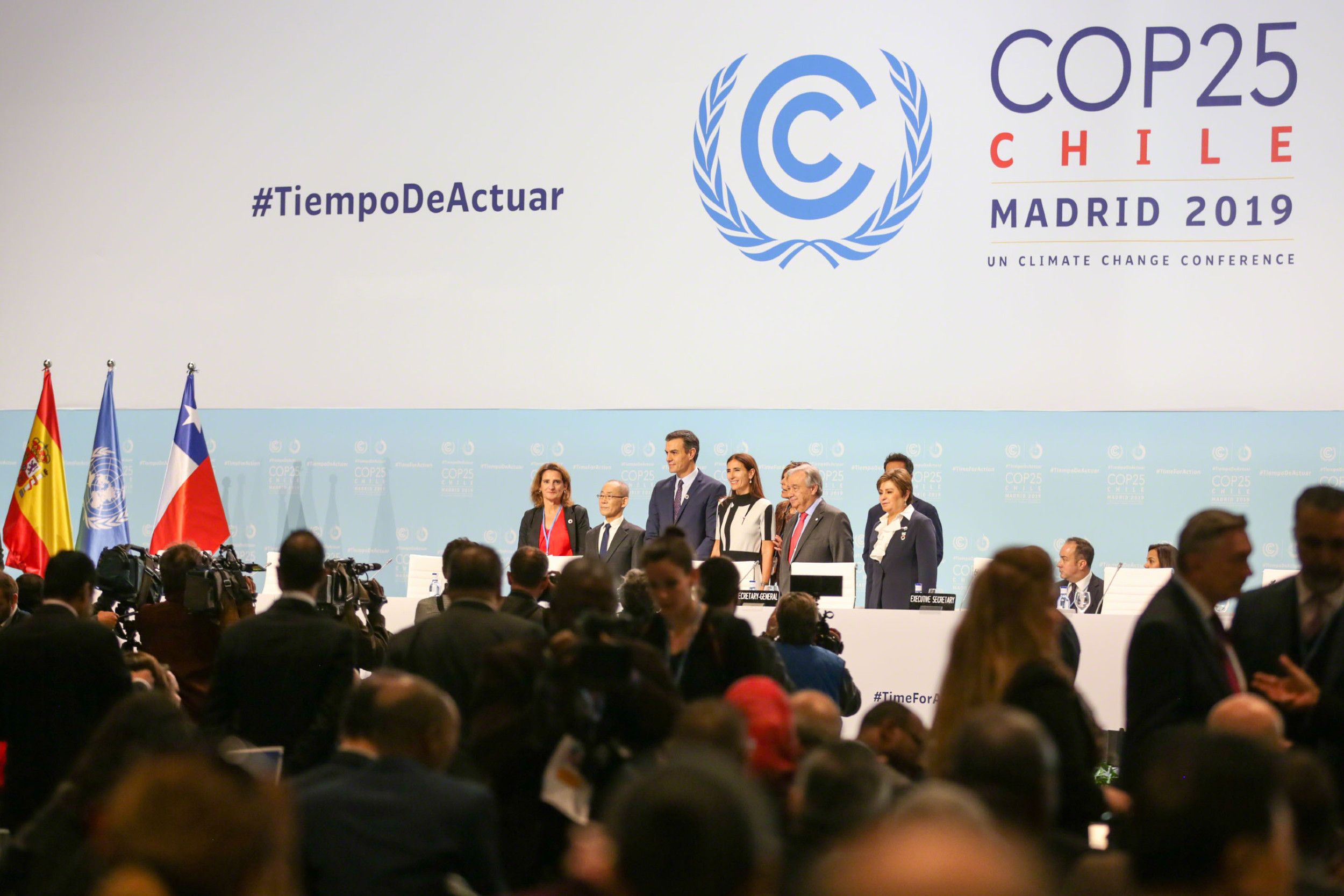 Tereza Ribera, španska ministarka za ekološku tranziciju, predsedavajući IPCC Hoesung Li, španski premijer Pedro Sančez, Karolina Šmit, predsedavajuća COP 25, Antonio Guteres, generalni sekretar UN-a i Patrisija Espinoza, izvršni sekretar UNFCCC na otvaranju COP 25, Madrid, 01. decembar 2019. (Foto: iisd.org)