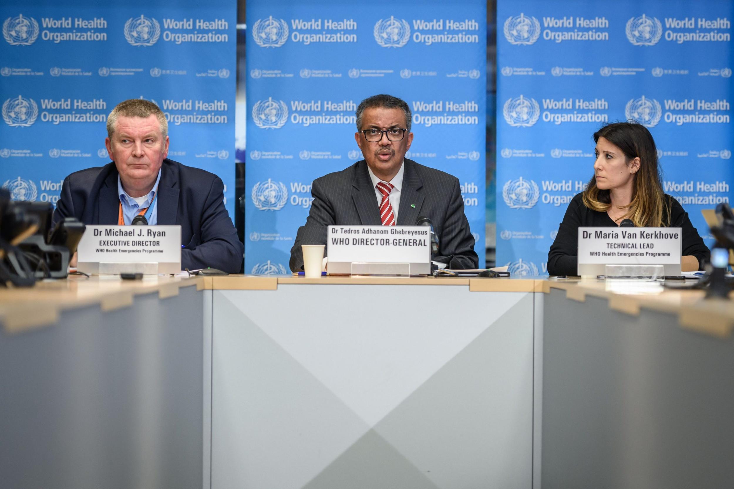 Generalni direktor SZO Tedros Adhanom Gebrejesus sa saradnicima proglašava globalnu pandemiju virusa COVID-19 na konferenciji za medije u sedištu SZO, Ženeva, 11. mart 2020. (Foto: FABRICE COFFRINI/AFP/Getty Images)
