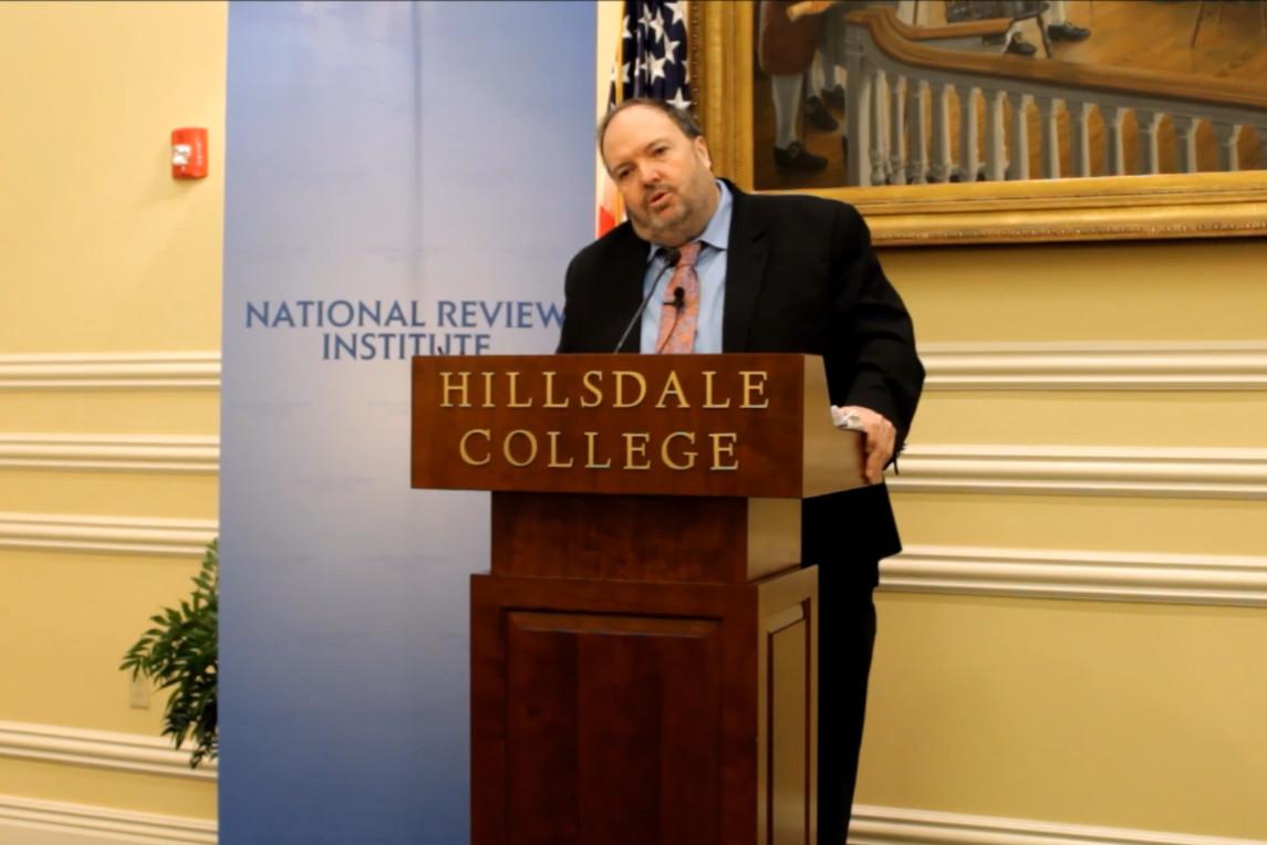 Profesor Danijel Mahoni drži predavanje u Vašingtonu, 03. maj 2019. (Foto: Snimak ekranaJutjub)