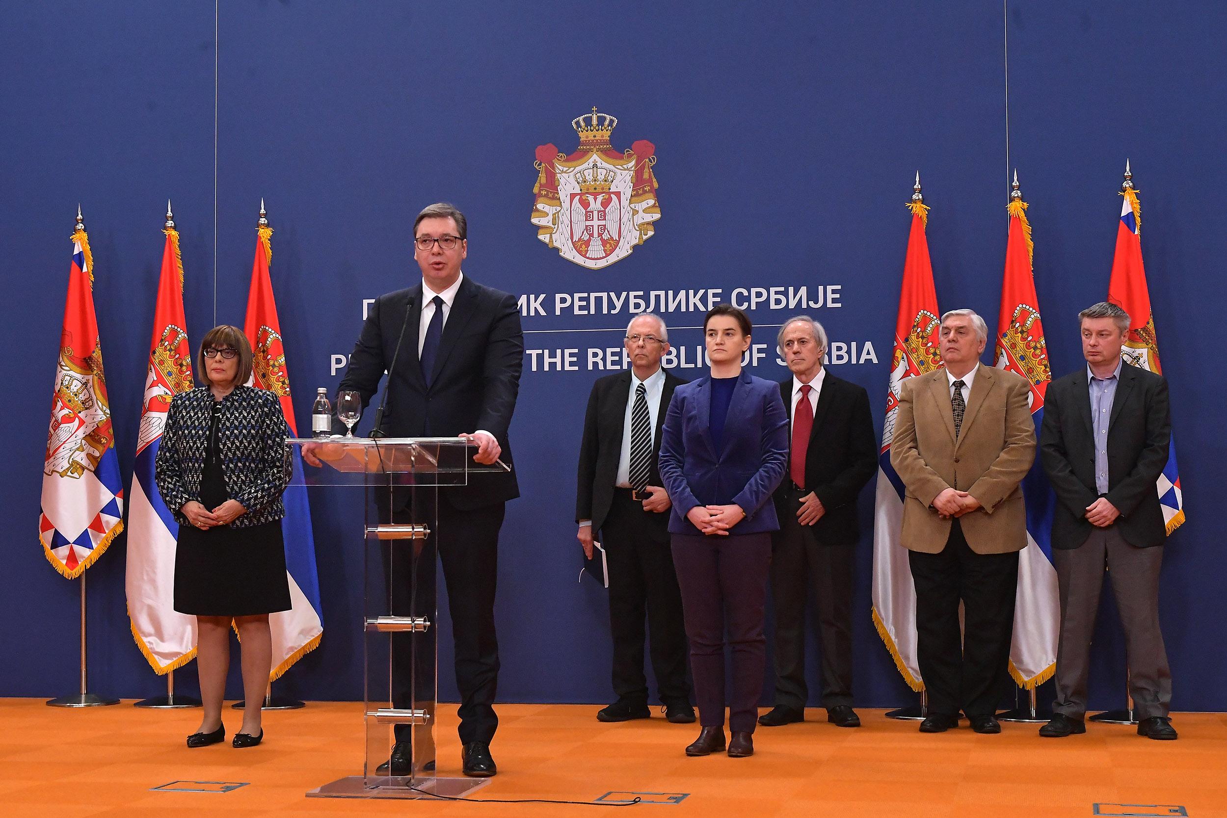 Predsednik Srbije zajedno sa državnim vrhom i medicinskim stručnjacima objavljuje uvođenje vanrednog stanja u Srbiji, 15. mart 2020. (Foto: Ministarstvo odbrane Republike Srbije)