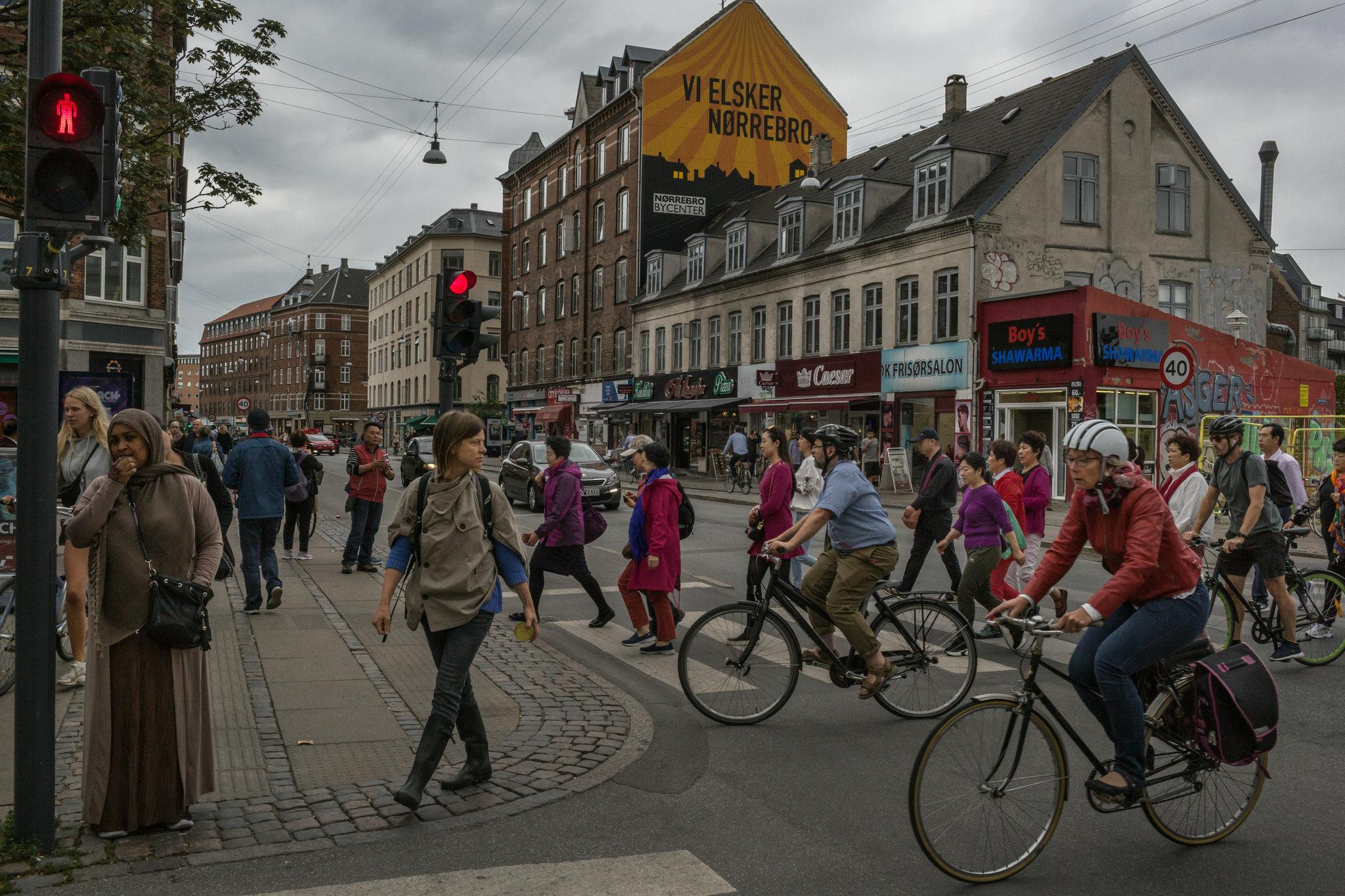 Građani Kopenhagena prelaze raskrsnicu (Foto: Mauricio Lima/The New York Times)