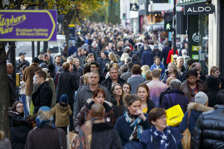 Грађани Лондона шетају Оксфордском улицом (Фото: Rex Features)