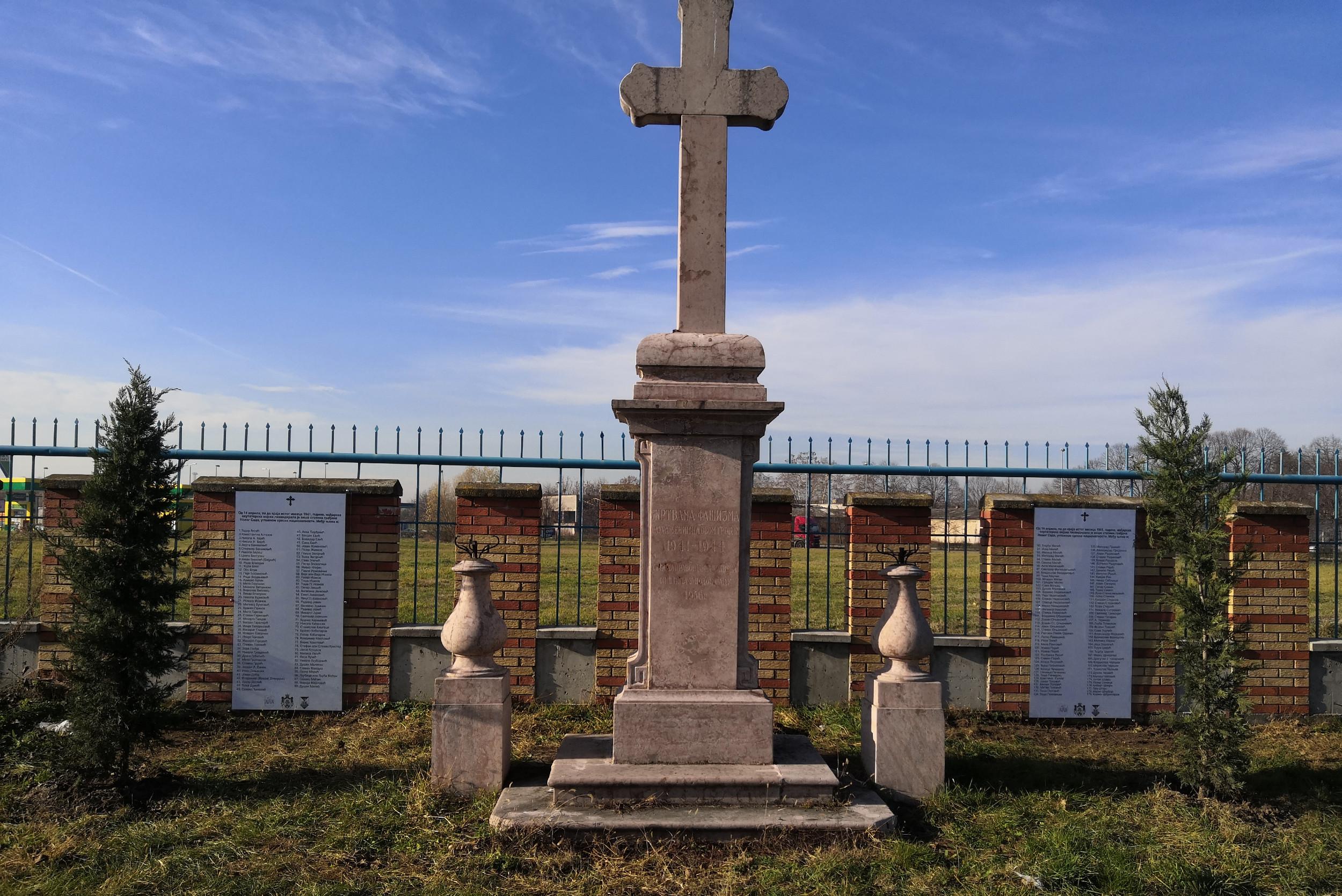 Спомен-обележје са именима стрељаних априла 1941. године у Новом Саду, Алмашко гробље (Фото: Ђорђе Србуловић/Нови Стандард)