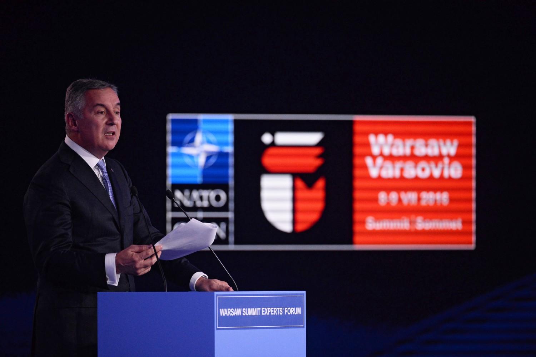 Premijer Crne Gore Milo Đukanović drži govor tokom jednog panela na marginama NATO samita u Varšavi, 08. jul 2016. (Foto: Bartlomiej Zborowski/Poland Out)