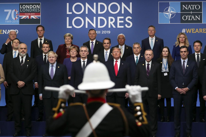 Šefovi država članica NATO-a tokom zajedničkog slikanja na samitu u Londonu, 04. decembar 2019. (Foto: Steve Parsons/PA via AP)