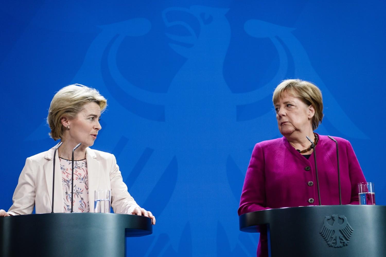 Председница Европске комисије Урсула фон дер Лајен и канцеларка Немачке Ангела Меркел током заједничке конференције у Берлину (Фото: Clemens Bilan/EPA-EFE/REX)