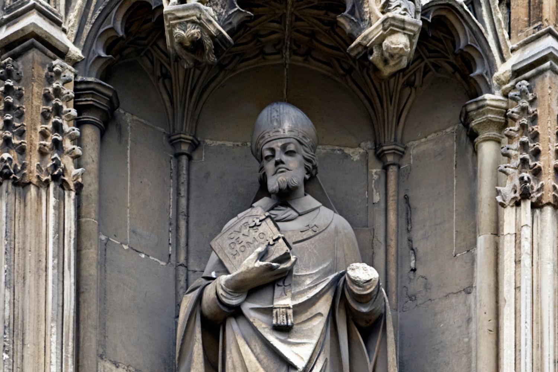 Statua Svetog Anselma Kenterberijskog na spoljašnjem zidu Kenterberijske katedrale (Foto: Wikimedia/Ealdgyth)