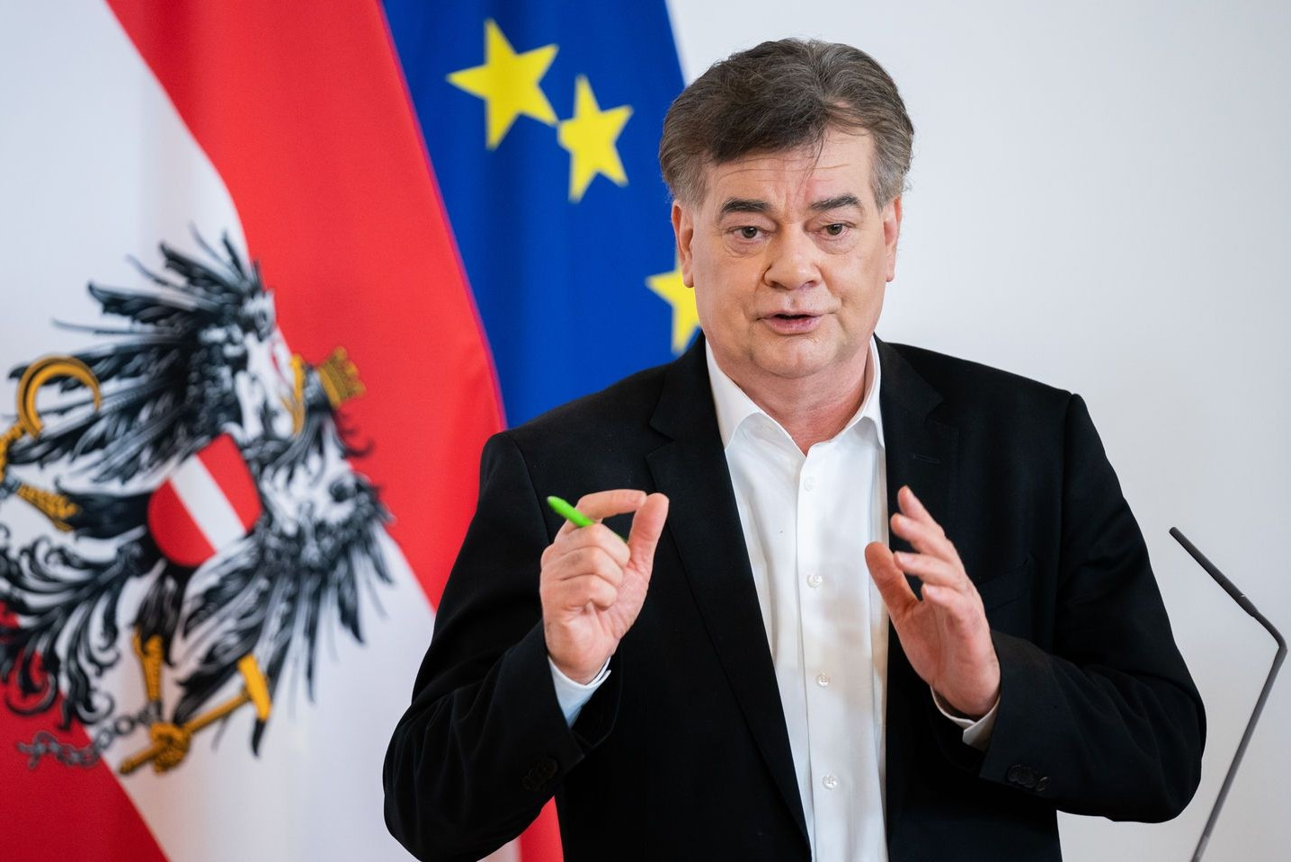 Vicekanclear Austrije Verner Kogler tokom obraćanja medijima (Foto: APA/Georg Hochmuth)