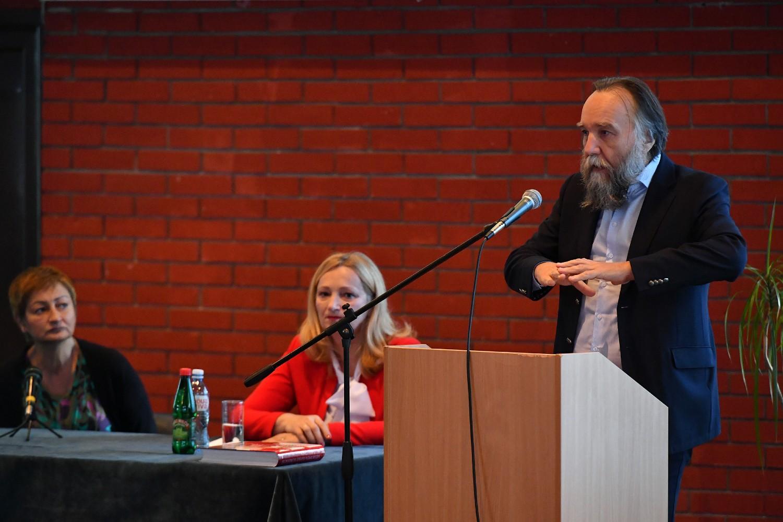Професор др Александар Дугин током предавања на Универзитету одбране у Београду, 22. новембар 2020. (Фото: Министарство одбране РС)