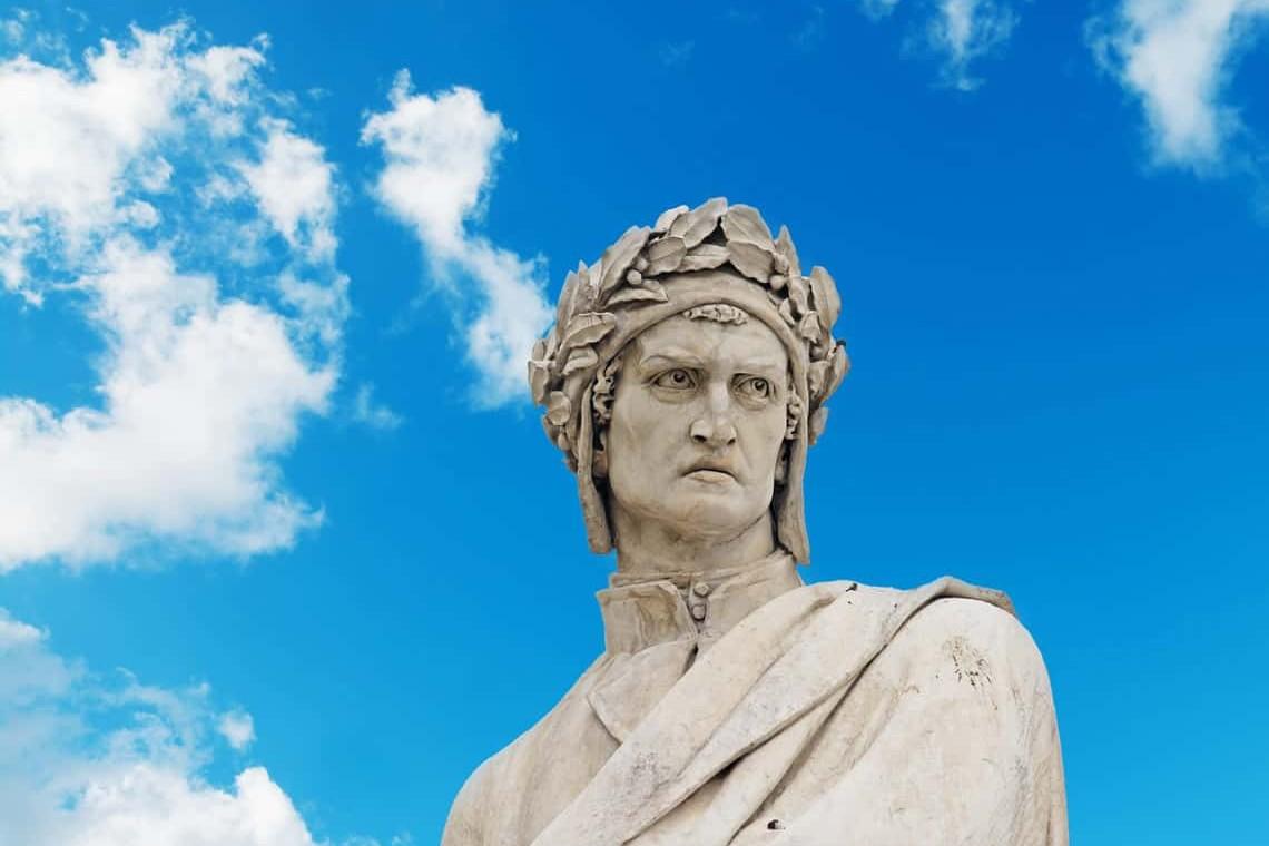 Statua Dantea ispred Bazilike Svetog krsta u Firenci (Foto: fibnb.com)