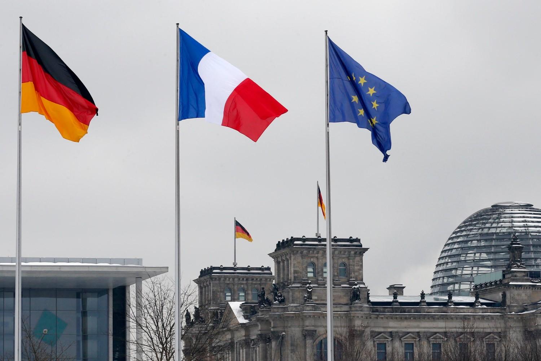 Zastave Nemačke, Francuske i Evropske unije se vijore ispred zgrade Rajhstaga u Berlinu (Foto: Reuters)