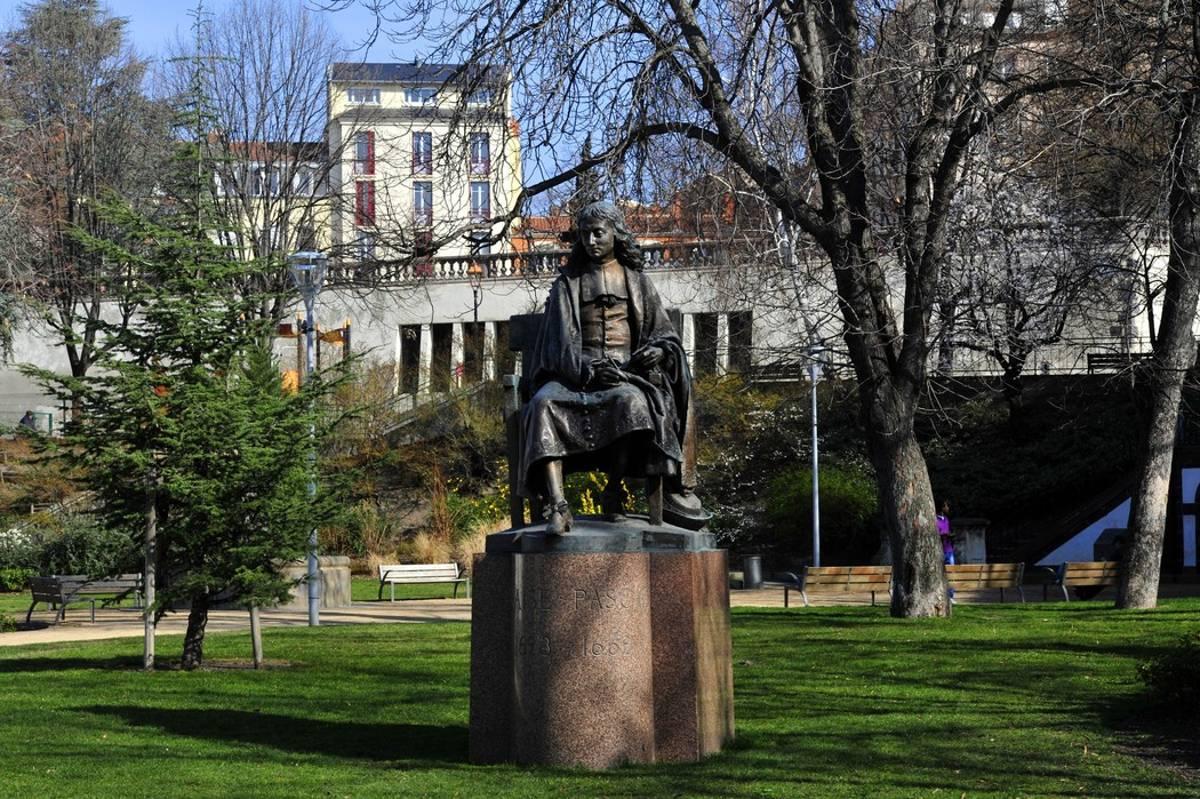 Spomenik Blezu Paskalu u Klermon Feranu (Foto: lamontagne.fr)