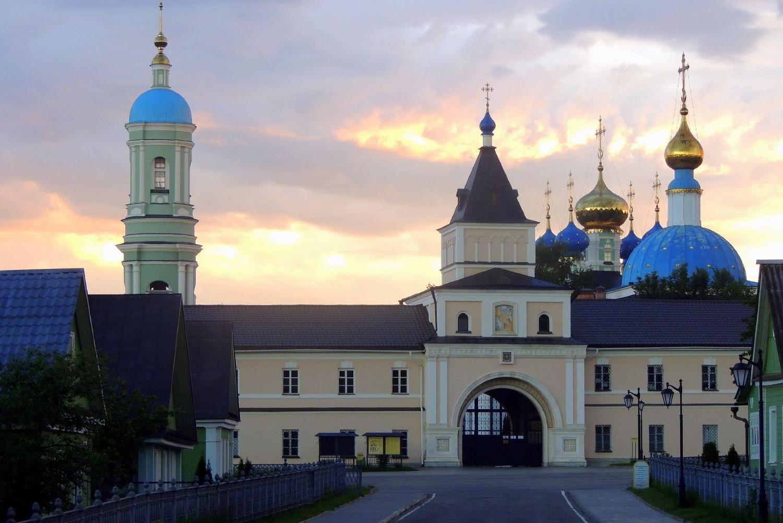 Pogled na manastir Optina pustinja u Rusiji (Foto: yandex.ru)