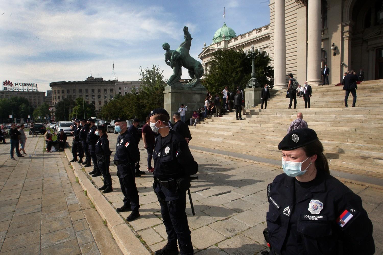 Кордон полиције испред Народне скупштине (Фото: Танјуг/Тара Радовановић)