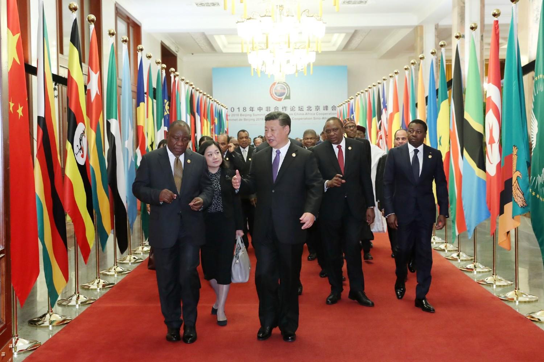 Председник Кине Си Ђинпинг у разговору са лидерима афричких земаља током Форума о кинеско-афричкој сарадњи, Пекинг, 03. септембар 2018. (Фото: Xinhua/Pang Xinglei)
