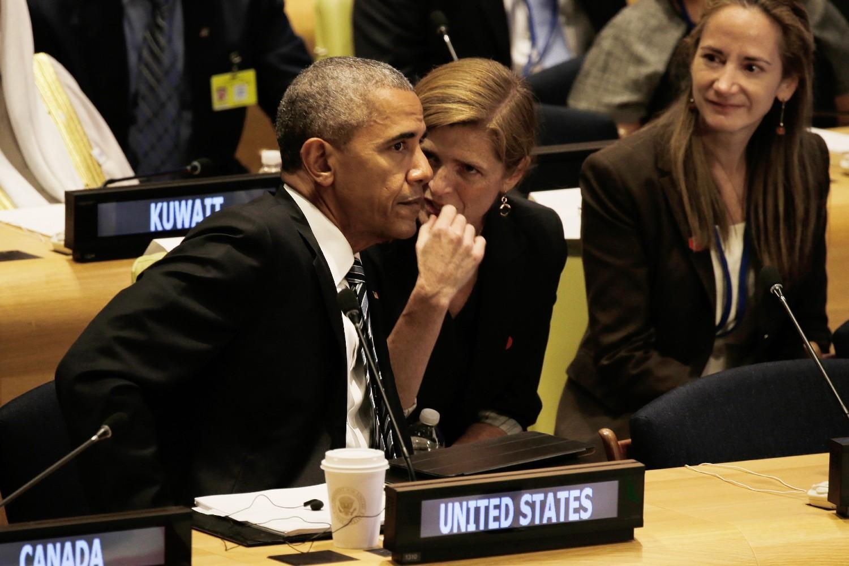 Samanta Pauer kao ambasadorka SAD u Ujedinjenim nacijama u razgovoru sa tadašnjim američkim predsednikom Barakom Obamom tokom sednice Generalne skupštine UN 2016. godine (Foto: Peter Foley/Pool/Getty Images)