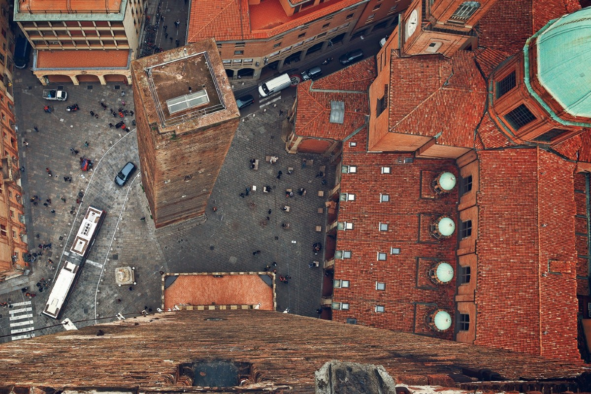 Pogled iz vazduha na čuvene dve kule u Bolonji (Foto: elgazette.com)