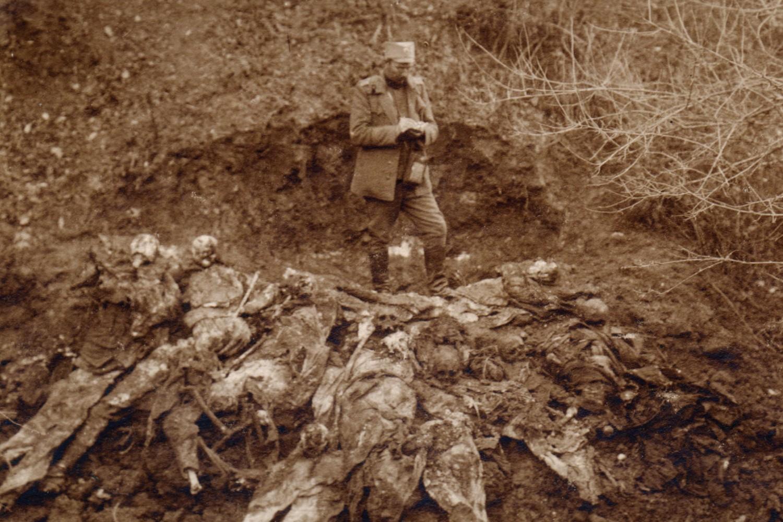 Skeleti ubijenih u Dubokoj dolini kod Surdulice (Foto: Dejan Antić/Novi Standard)