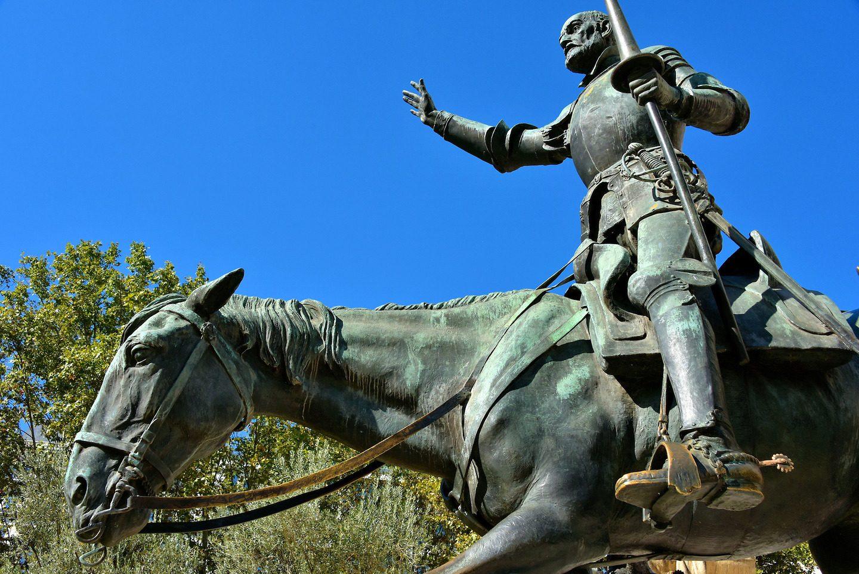 Statua Don Kihota ispred Servantesovog spomenika u Madridu (Foto: Richard F. Ebert)