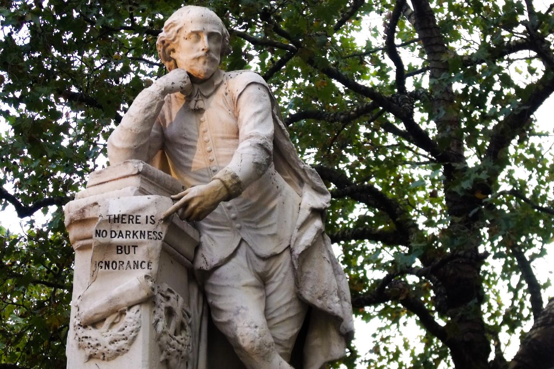 Статуа Вилијама Шекспира на Лестер скверу у Лондону (Фото: birdsofpassage.eu)