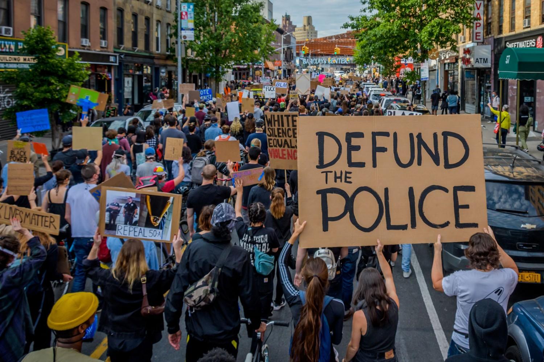 """Pristalice pokreta """"Crni životi su važni"""" tokom protesta zbog ubistva Džordža Flojda u Bruklinu, Njujork, 02. jun 2020. (Foto: Erik McGregor/LightRocket via Getty Images)"""