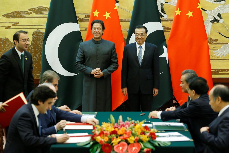 Премијер Пакистана Имран Кан и премијер Кине Ли Кећијанг присуствују церемонији потписивања споразума у Великој сали народа, Пекинг, 03. новембар 2018. (Фото: Reuters/Jason Lee)