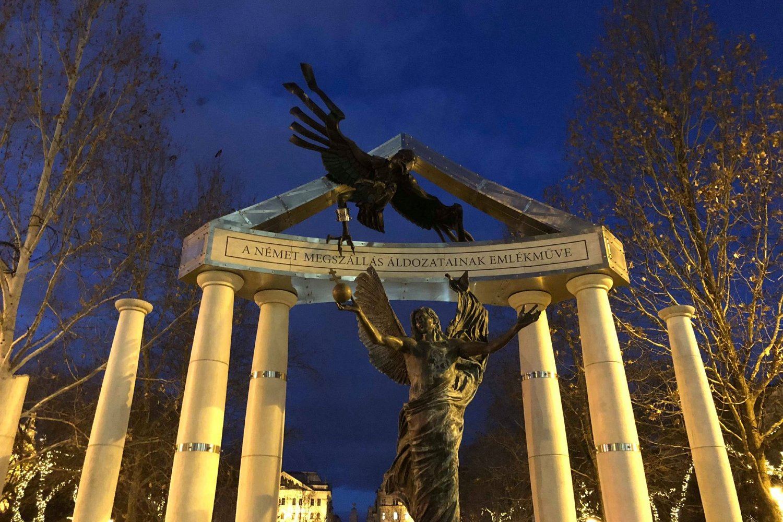 Spomenik žrtvama nemačke okupacije na Trgu Slobode u Budimpešti (Foto: institutegreatereurope.com)
